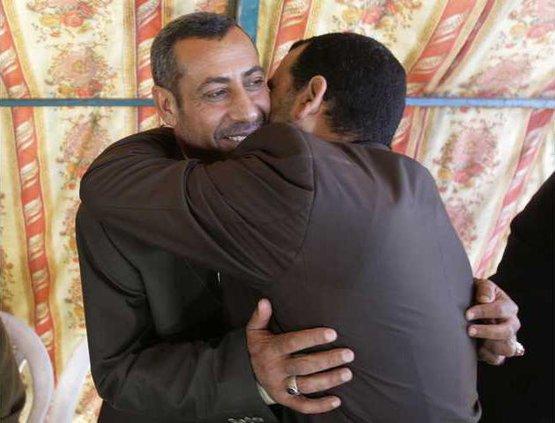 IRAQ OFFICIALS FREE 5662114
